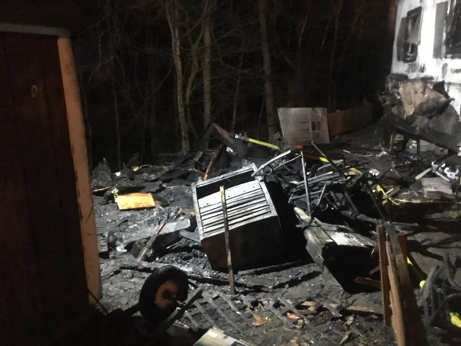 Shed fire causes damage to mobile homes