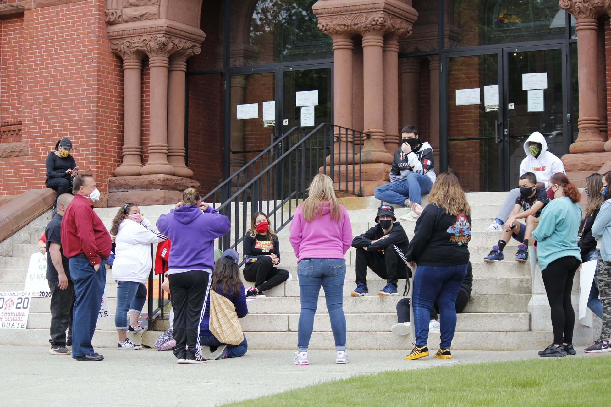 Protesting students lay out alternative to graduation plans