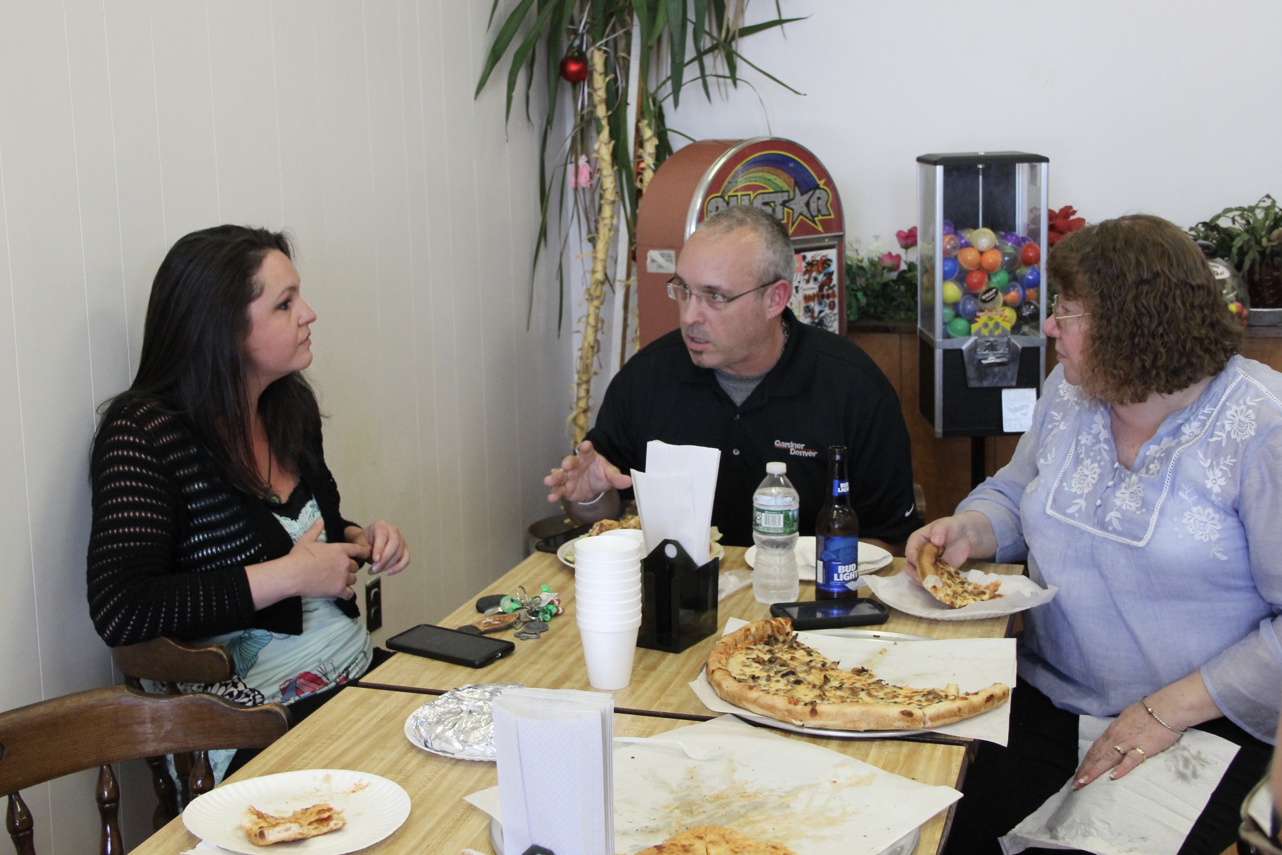 Town Council Candidates Grab A Slice With Voters
