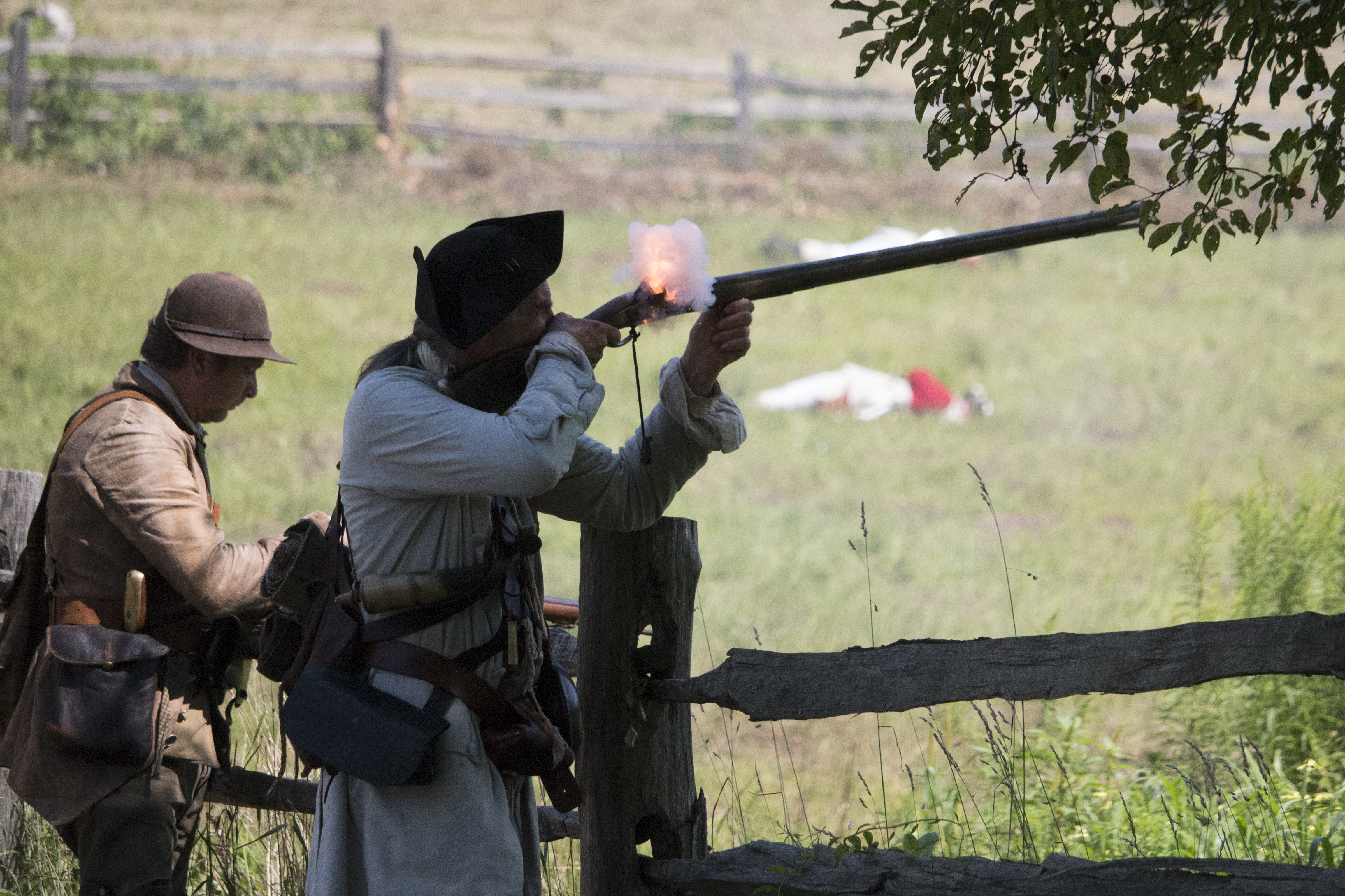 """Thousands cry """"Huzzah!"""" for OSV's Redcoats and Rebels"""
