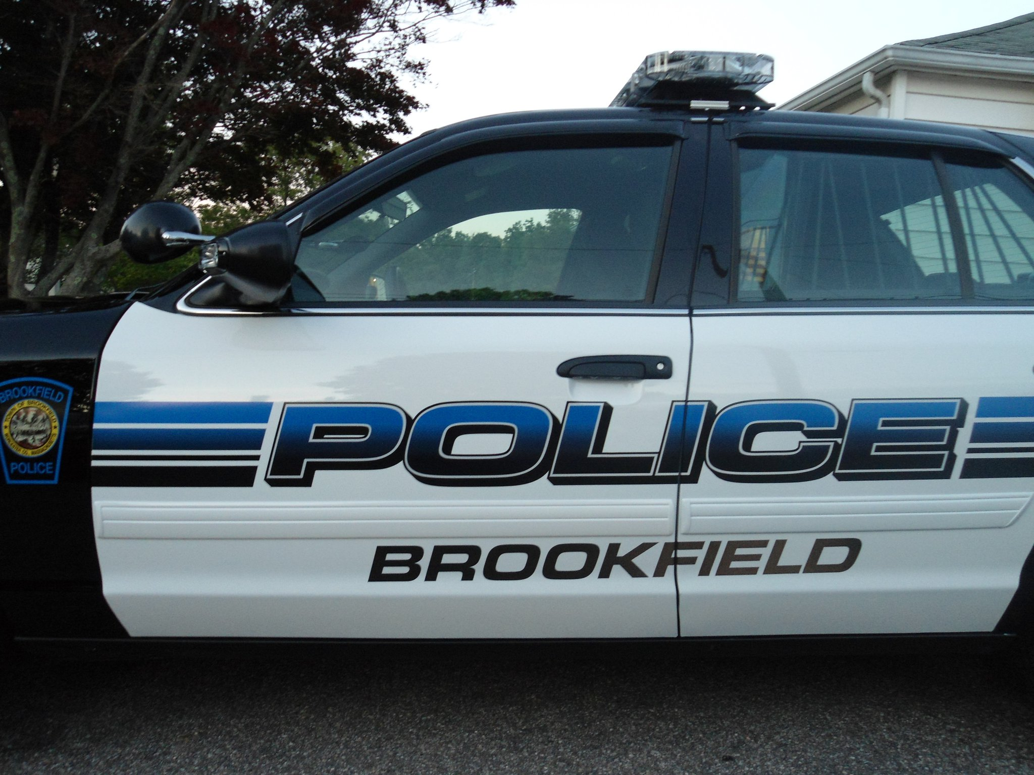 """Brookfield PD seeking man who posed as """"off-duty police officer"""""""