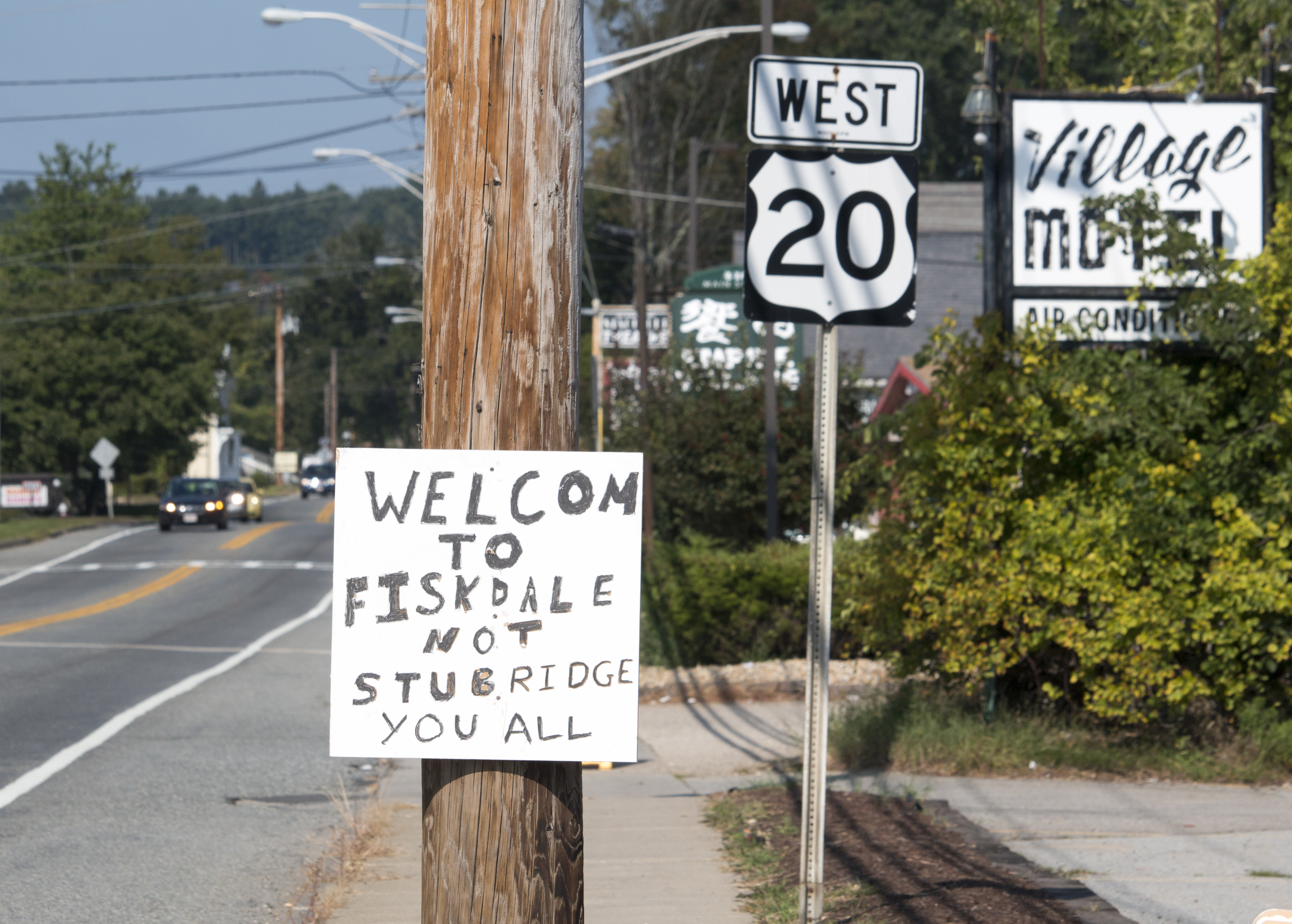 Homemade sign draws ire and chuckles in Fiskdale