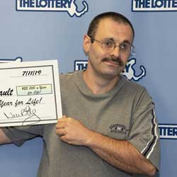 """North Brookfield man wins """"Lucky for Life"""" prize"""