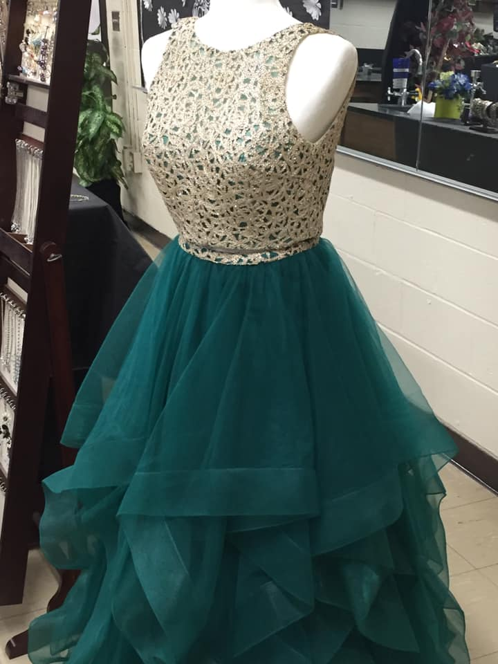 Exclusive pop-up boutique opens in Southbridge for prom season
